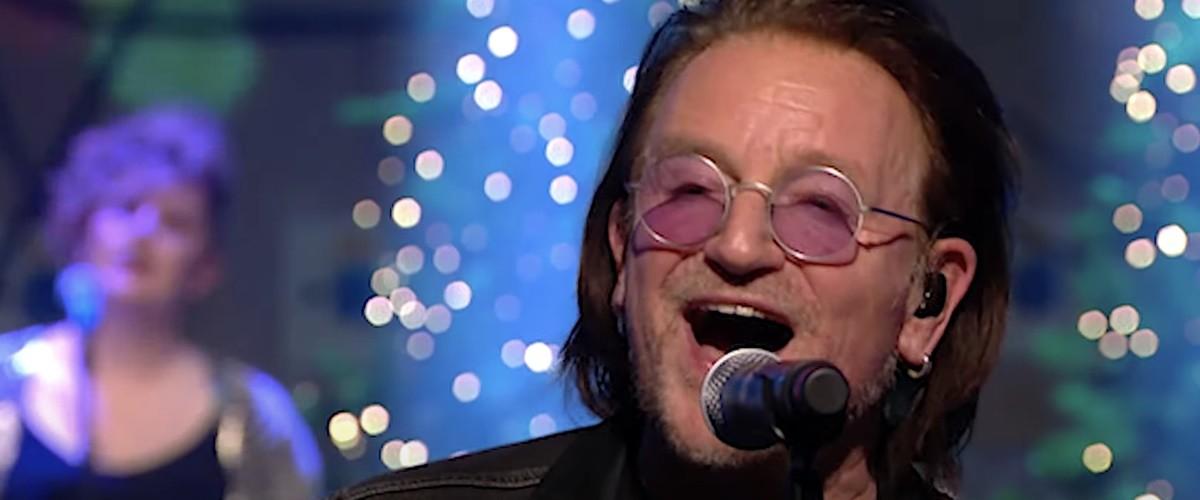 Bono e The Edge tocam no Late Late Show especial de Natal