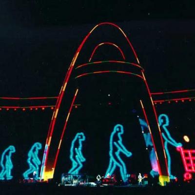 1998: Pela primeira vez um show no Brasil; pela primeira vez uma coletânea