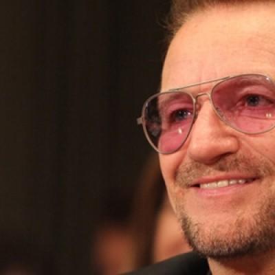 Bono é entrevistado pela rádio italiana RTL 102.5