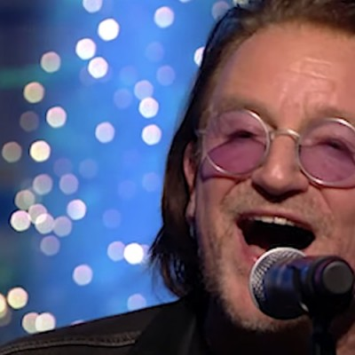 Bono e The Edge tocam no Late Late Show especial de Natal
