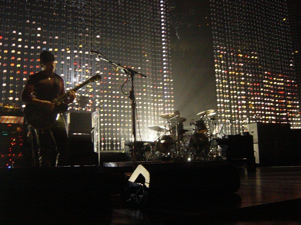 U2 tocando na Vertigo Tour